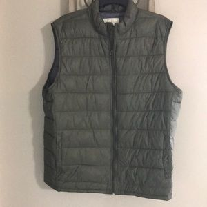 Olive green light vest with pockets
